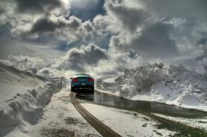 auto-in-den-bergen