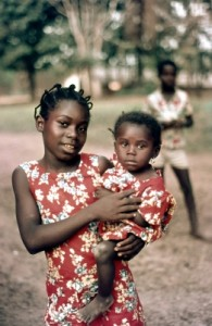 Häufig werden Kinder eingesetzt um wertvolle Rohstoffe im Kongo zu fördern